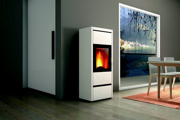 Piazzetta P980 kanaliseerbare pelletkachel om meerdere ruimtes te verwarmen